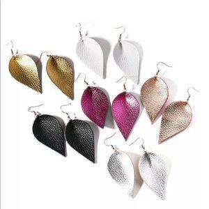 Jewelry - 💎 Stunning Leather Teardrop Dangle Earrings